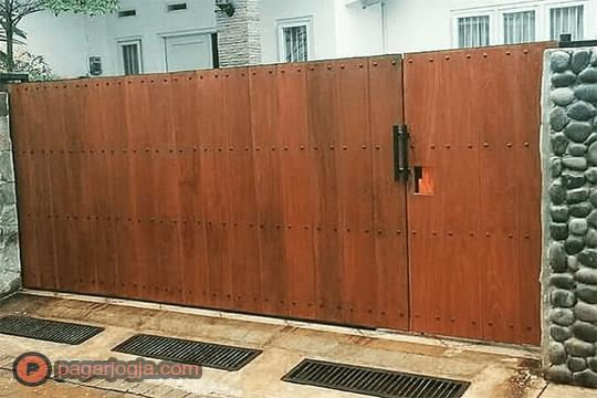 Jasa Pembuatan Pintu Gerbang Kayu Jogja